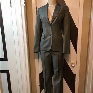 EUC ANNE KLEIN WOMEN,S suit. Tailored & lined .